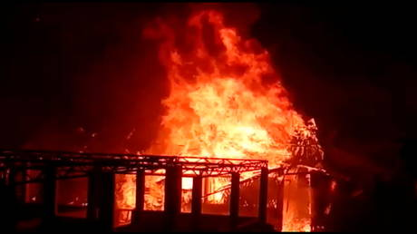 Fire destroys homes, displaces thousands in UN Rohingya refugee camp in Bangladesh (VIDEOS)