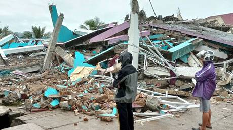 At least 26 dead after 6.2-magnitude quake strikes Indonesia, flattens hospital & governor's office (PHOTOS, VIDEO)
