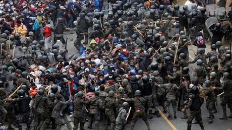 Massive caravan of Honduran migrants fights Guatemalan troops on journey to US border