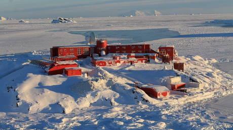 Chile issues tsunami warning & orders evacuation of Antarctic base after 7.0 quake