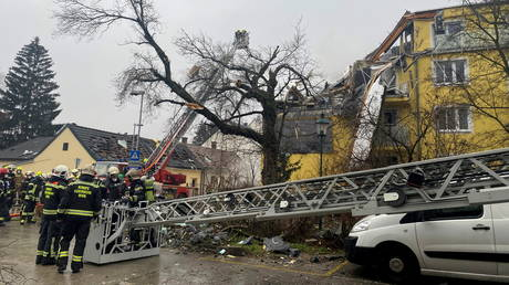 Vienna apartment building partially collapses after apparent explosion (VIDEO)