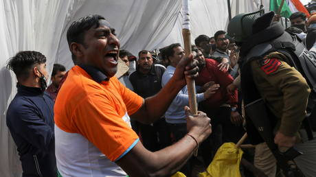 Fresh clashes between Indian farmers and police break out at protest site near New Delhi