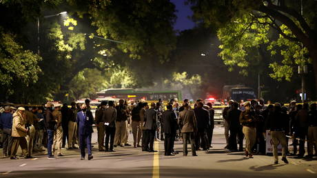 Blast outside Israeli embassy in New Delhi, no injuries reported but several cars damaged (VIDEO)
