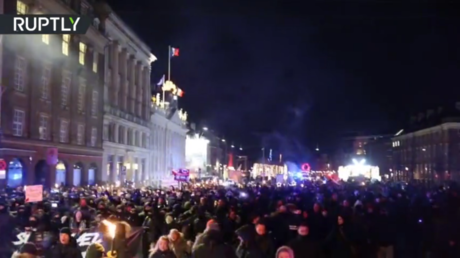 Hundreds march through Copenhagen to protest Covid-19 lockdown & plans for vaccination passports (VIDEO)