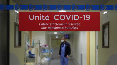 Veran says 3rd lockdown isn't inevitable despite spread of UK Covid variant, which represents almost 40% of cases around Paris