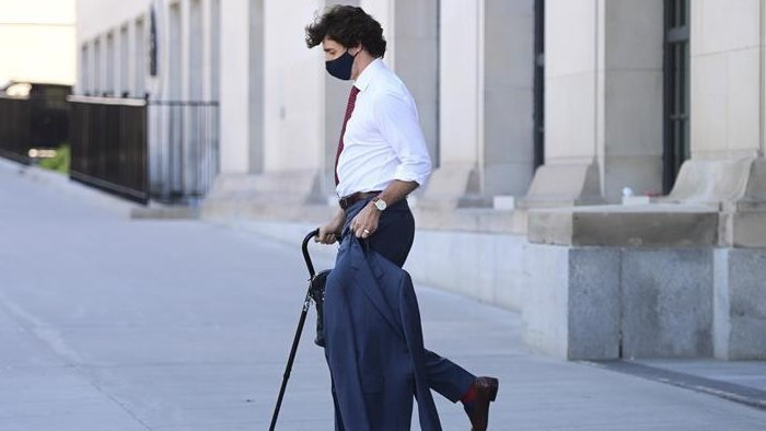 Trudeau sprained ankle playing Frisbee, seen walking with cane