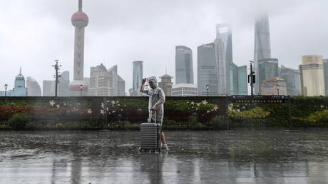 Shanghai evacuates HUNDREDS OF THOUSANDS, cancels flights & suspends train services as Typhoon In-Fa hits China's coast (VIDEO)
