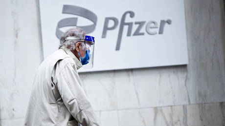 FDA greenlights Pfizer booster shots for elderly & those aged 18+ at 'high risk' from Covid-19, leaving room for interpretation