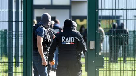 Elite police unit deployed to French prison as inmate reportedly dubbed 'monster of Colombes' takes 2 guards hostage
